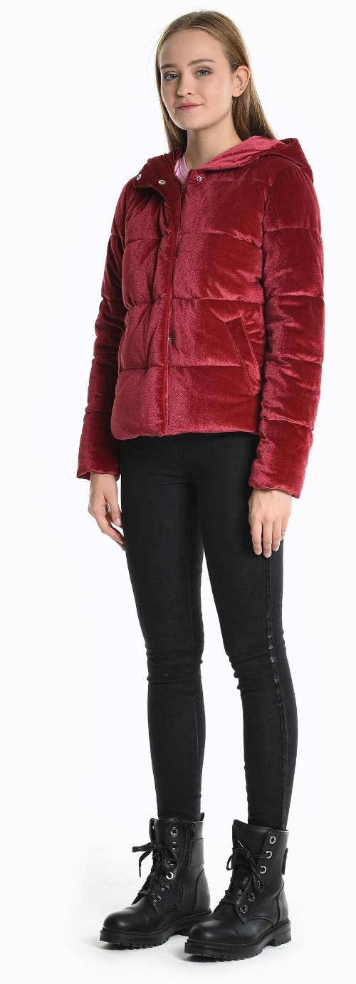 Červená prošívaná zimní bunda pro mladé