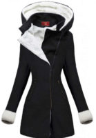 Elegantní černý zimní kabát s bílým kožíškem