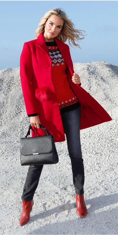 Elegantní červený dámský kabát s kožešinou