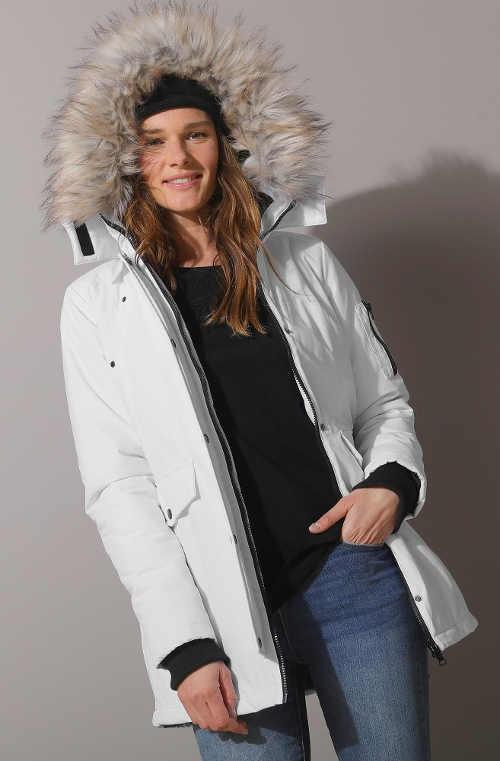 Sněhově bílá dámská zimní bunda na hory