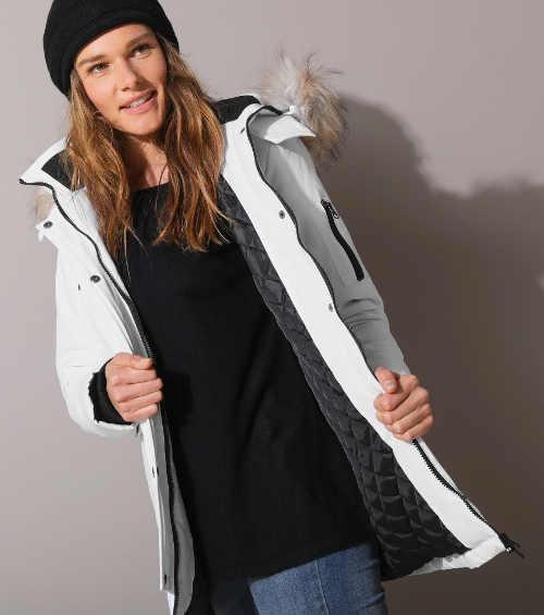 Světla dámská prodloužená zimní bunda sportovního střihu