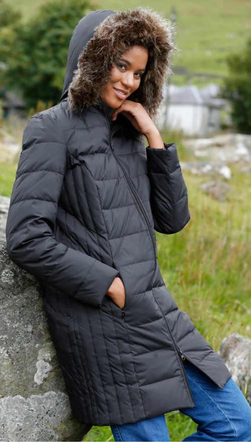 Dlouhá černá prošívaná péřová bunda pro ženy
