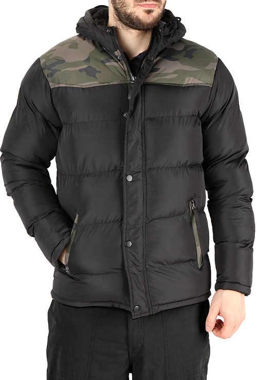 Černá pánská zimní bunda s maskáčovým vzorem na ramenou