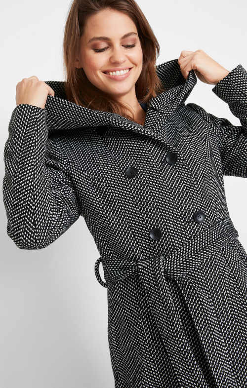 Černobílý melirovaný kabát do mírnější zimy