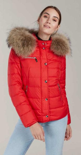 Červená dámská bunda s péřovou vyplní a kožešinou z mývalovce