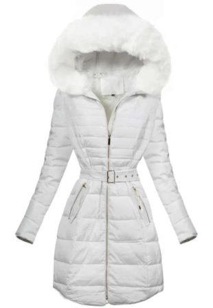 Sněhově bílý prošívaný prodloužený zimní kabát