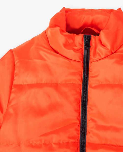 Vyšší stojáček zimní bundy chránící krk