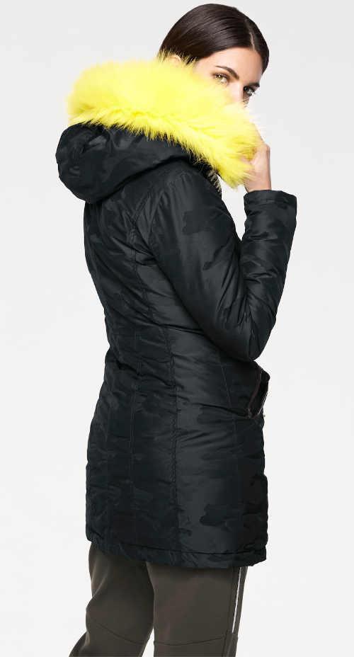 černá dámská bunda s kontrastní žlutou kožešinou