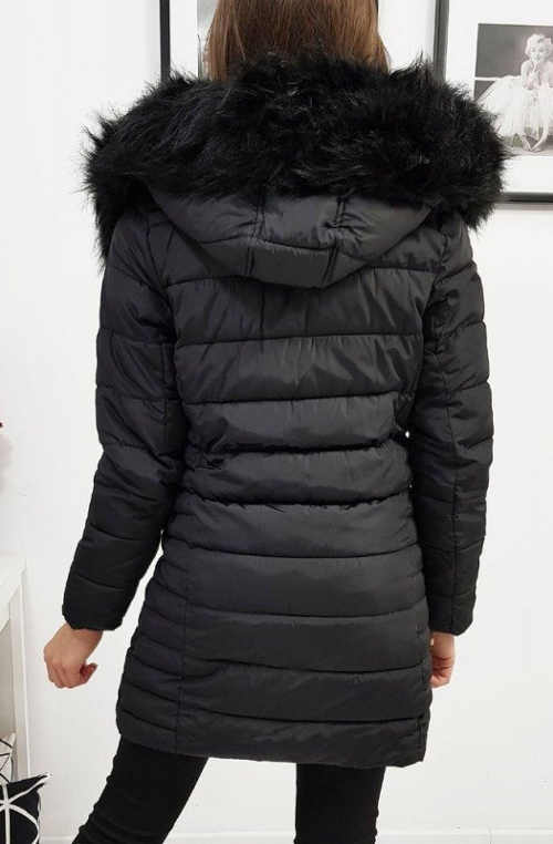 Dlouhá černá prošívaná dámská zimní bunda s velkou kapucí