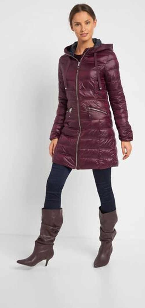 Prošívaná dámská bunda v prodloužené délce s kapucí