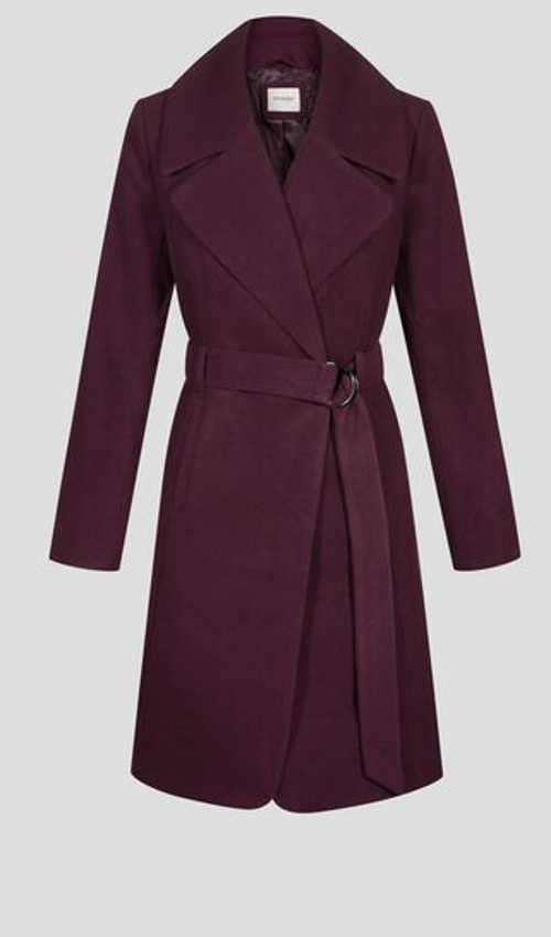 elegantní dámská kabát s opaskem a kovovou sponou