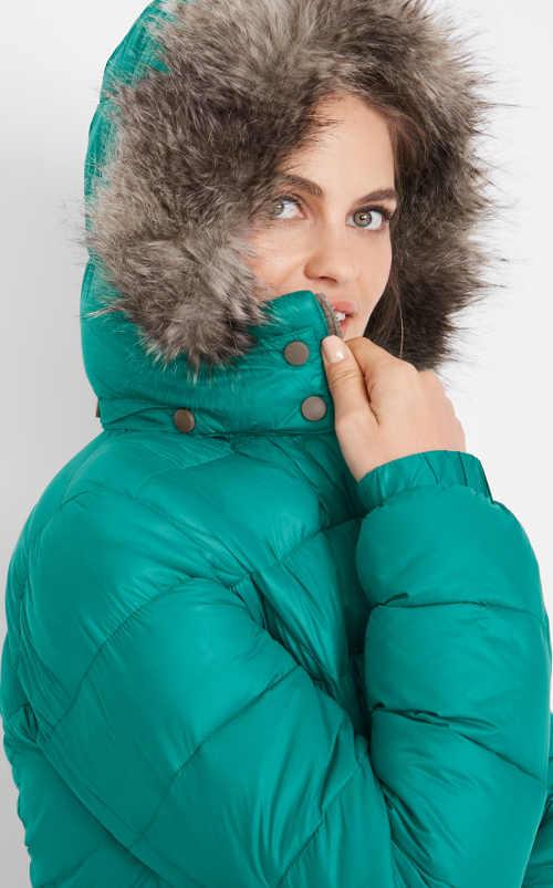 Zelená dámská zimní bunda s kožíškem na kapuci