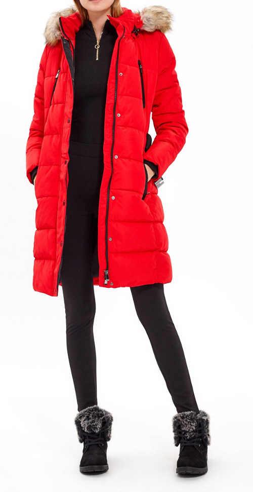 dámská prošívaná bunda s kapucí a páskem