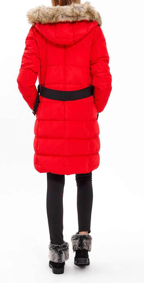 moderní červená dámská zimní bunda s kapucí