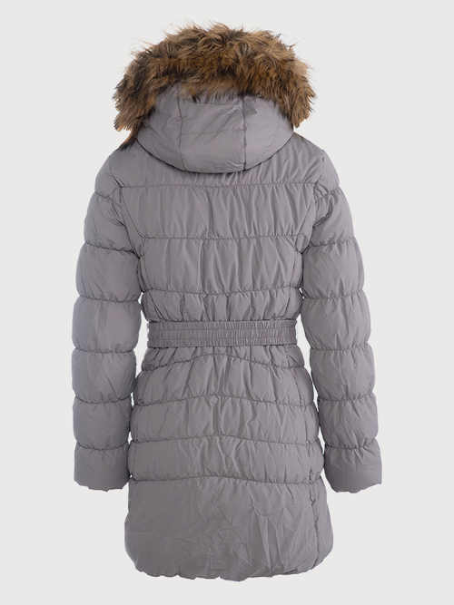 prošívaný kabát s páskem a praktickou kapucí
