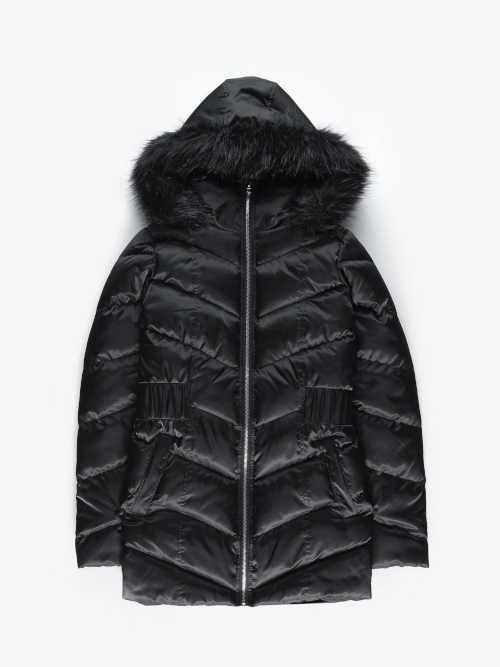 černá prošívaná dámská bunda s kapucí
