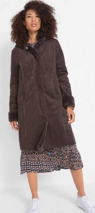 Dlouhý hnědý dámský kabát imitace jehněčí kůže