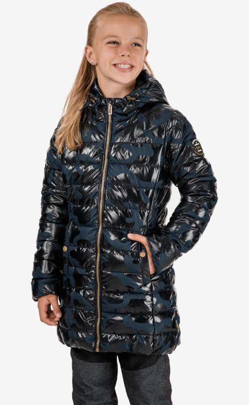 Prošívaný dětský kabát s kapucí v moderním provedení