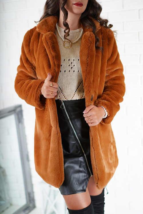 Trendy dámský kabát hřejivý v interesantní skořicové barvě
