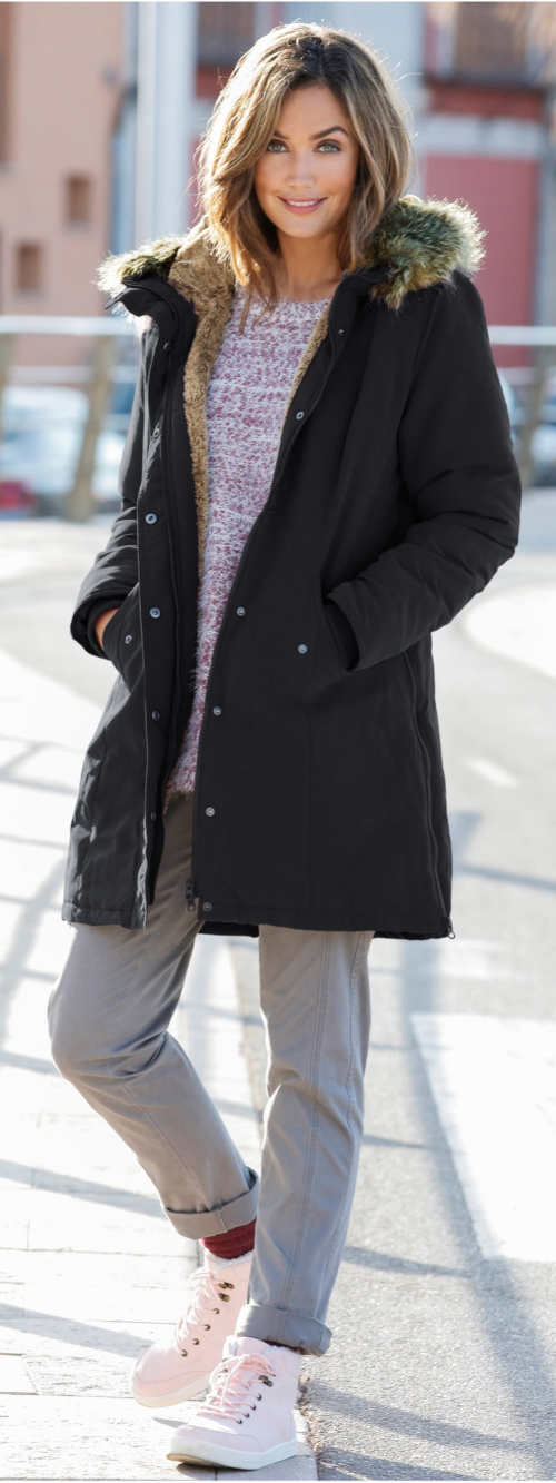 Černá bunda parka s kožešinovým límcem