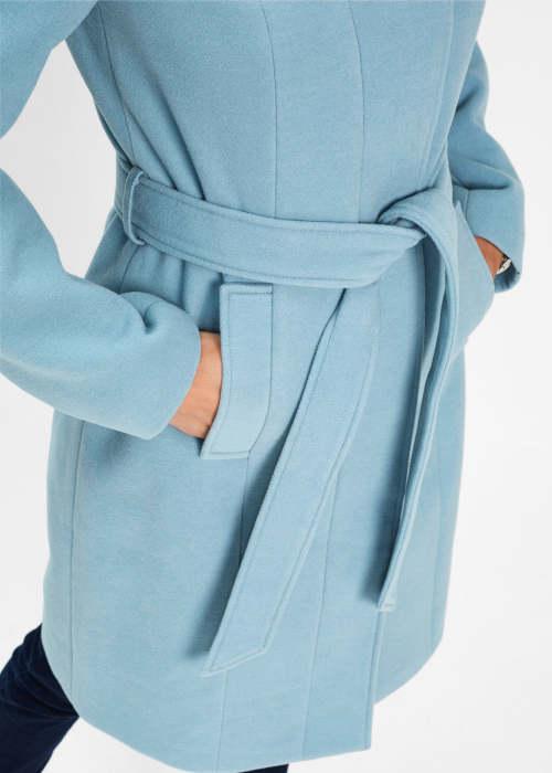 Dámský zimní kabát s průhmatovými kapsami a páskem