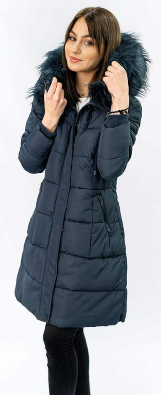 Dlouhý prošívaný zimní kabát s kožíškem na kapuci