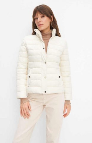 Dámská bílá prošívaná bunda v klasickém střihu do pasu