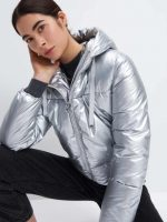Dámská prošívaná metalická bunda s integrovanou kapucí