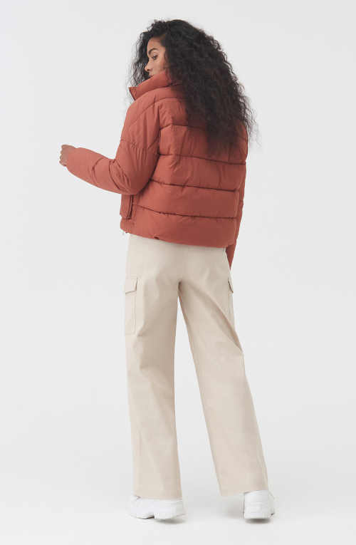 krátká prošívaná dámská bunda
