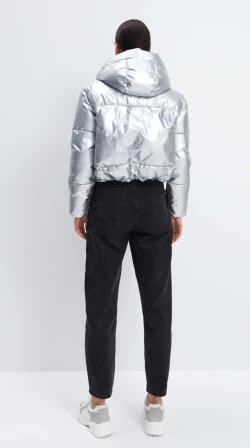 stříbrná bunda prošívaná do pasu