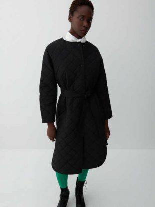 Dámský moderní prošívaný kabát s páskem v černém provedení