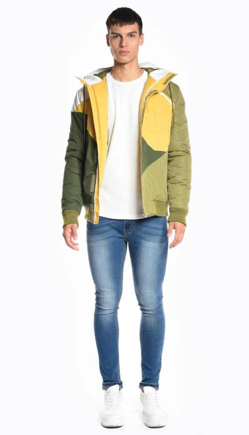 Vícebarevná vatovaná bunda s integrovanou kapucí