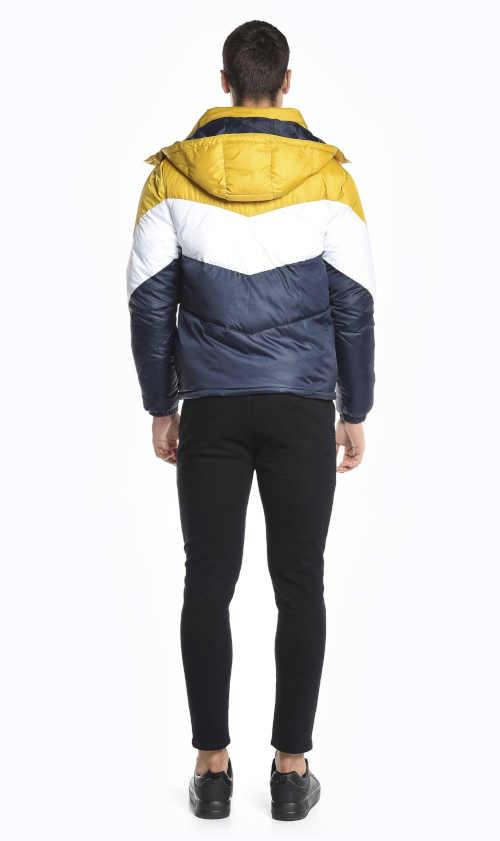 barevná vatovaná bunda s kapucí